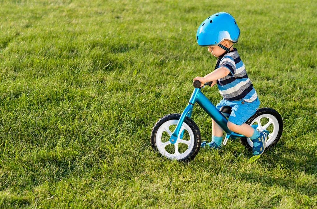 Rowerek biegowy – kiedy się na niego zdecydować? Poradnik